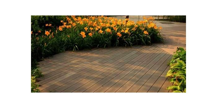 公园湿地可以选用塑木地板吗?